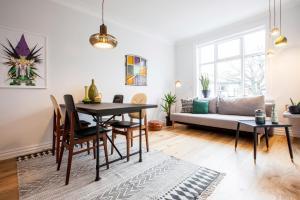 A seating area at Matador apartments Reykjavík