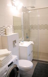 Ein Badezimmer in der Unterkunft Synagogue Central Apartment