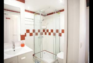 A bathroom at Atalaia Home