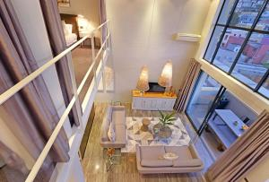 A restaurant or other place to eat at Luxurious Penthouse Apartment in Colourful Bo Kaap