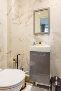 A bathroom at CMG Saint-Fargeau III