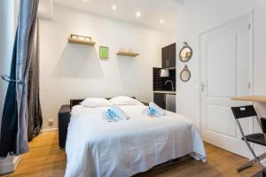 A bed or beds in a room at CMG Saint-Fargeau III