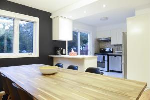 A kitchen or kitchenette at JstLikeHome - Getaway