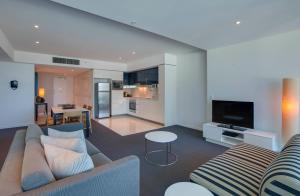 A seating area at Hilton Surfers Paradise Residences