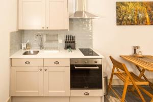 A kitchen or kitchenette at The Old Museum