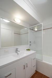 A bathroom at Hillarys Harbour Resort