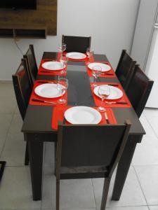 Un restaurante o sitio para comer en Residencial Vaz da Silva