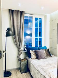 A bed or beds in a room at Old Town Apartment / Igielnicka