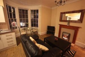 A seating area at Oxford Street Apartment