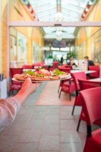 Ein Restaurant oder anderes Speiselokal in der Unterkunft Aparthotel Rialto