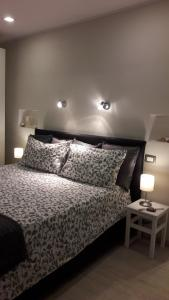 A bed or beds in a room at Appartamento Piazzetta La Maddalena