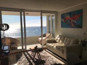Zona de estar de Departamento con salida a la playa