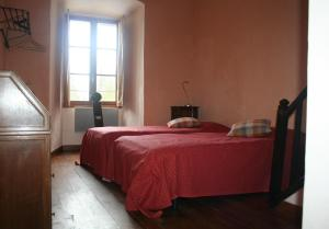 A bed or beds in a room at Domaine De Pradines