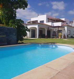 Het zwembad bij of vlak bij villa mauresque