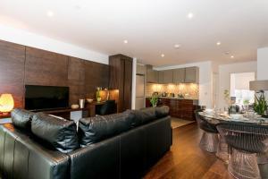 Seating area sa CDP Apartments -106 Queen Victoria
