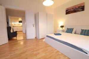 Ein Bett oder Betten in einem Zimmer der Unterkunft Sokolovska