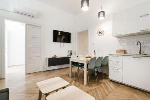 Una cocina o zona de cocina en Synagogue view residence