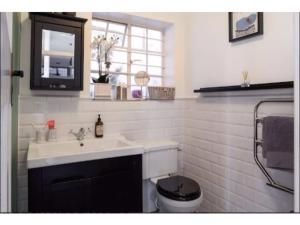 Salle de bains dans l'établissement Gorgeous Abbey Road Flat Sleeps 6