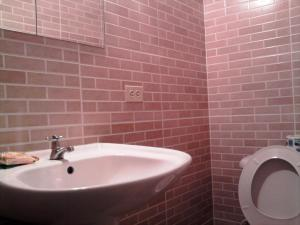 A bathroom at Taino Accomodation