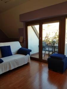 Area soggiorno di Aramis House -a balcony over the city - Casa Aramis -un balcone sulla citta'- zone Navigli Solari Tortona with free gratis parking