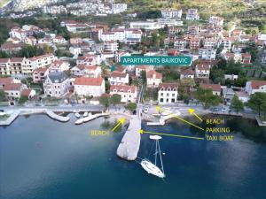 Uma vista aérea de Apartments Bajkovic