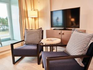 Ein Sitzbereich in der Unterkunft Strandresort Prora F648 - Ferienwohnung 216 mit Meerblick