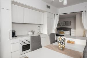 A kitchen or kitchenette at Luxury home in downtown Montreal
