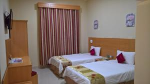 A bed or beds in a room at Al Salam Inn Hotel Suites