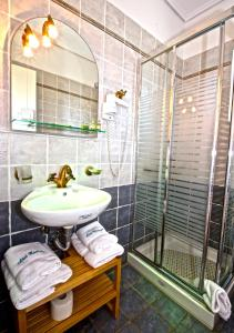 A bathroom at Akti Kamares