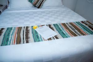A bed or beds in a room at Sofi Apartment at Jayakarta Residence