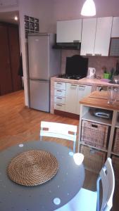 A kitchen or kitchenette at Appartamento Roma (Piazza Bologna)