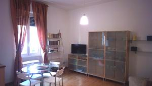 A television and/or entertainment center at Appartamento Roma (Piazza Bologna)