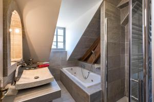 Ένα μπάνιο στο Holiday Home & Spa - Le Rendez Vous de Vauban
