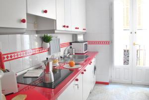 A kitchen or kitchenette at Sevilla Central Suites Apartamentos Fabiola