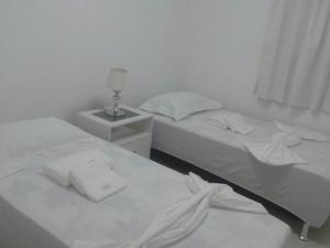 Cama ou camas em um quarto em Flats Malawi Beach Residence