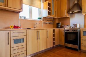 Кухня или мини-кухня в Villa Levanda