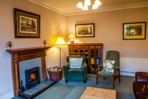 A seating area at Shelbourne Lodge