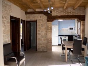 Una cocina o zona de cocina en Apartamentos La Fabrica