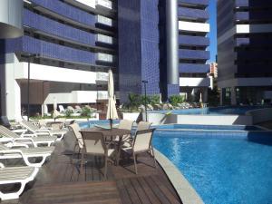 The swimming pool at or near Apartamento Em Fortaleza De Frente Para O Mar