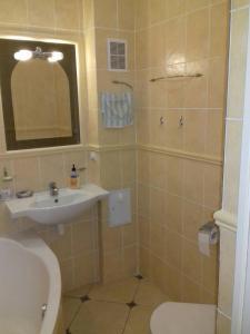 A bathroom at В Пионерском апартаменты