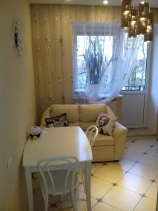 A seating area at В Пионерском апартаменты