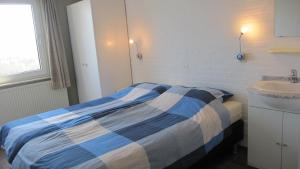 A bed or beds in a room at paNOORama appartementen