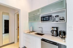 A kitchen or kitchenette at Beachwalk Langosta A