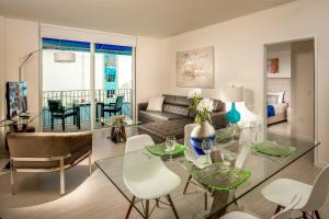 A seating area at Mare Azur Design District Luxury Apartments