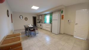 Una cocina o kitchenette en Apart Polonia