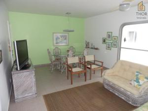 A seating area at Apartamento 3 dorms para 7 pessoas Guarujá- Praia da Enseada