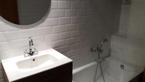 A bathroom at SI Apartamentos Benicassim