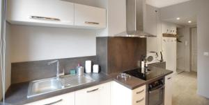 A kitchen or kitchenette at Appart' Saint Charles