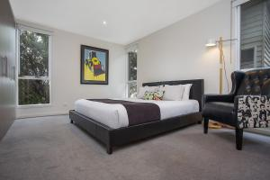 A bed or beds in a room at Anchors Beach House