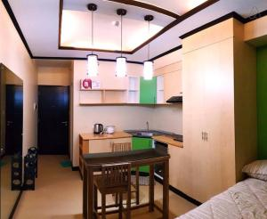 A kitchen or kitchenette at Centrio Towers - Studio Type (#1)